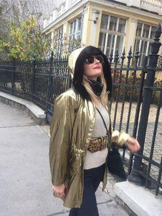 True Vintage Sonnenbrille aus dem Hause LAURA BIAGOTTI Modell Nr. T 127/ S und weiters nummeriert 140 / 62 / 14,  made in Italy, sehr schöne Brillenform in einer exklusiven Goldfassung #vintagesunglasses #vintageglasses #laurabiagotti #t127/s #goldensunglasses #vintagestyle #vintagebiagotti #vintageshop #kunst19bybg Vintage Shop, Bomber Jacket, Jackets, Fashion, Gold Sunglasses, Sunglasses, Scale Model, Nice Asses, Down Jackets