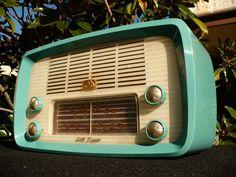 Retro Vintage HMV Nipper Turquoise Valve Radio [www. Radio Vintage, Antique Radio, Design Retro, Retro Radios, Record Players, Vintage Gothic, Retro Home, Old Pictures, Vintage Advertisements
