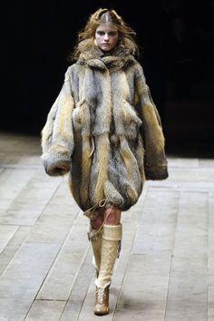 "modelmofos: ""Jeisa Chiminazzo @ Alexander McQueen F/W 2006-07, Paris """