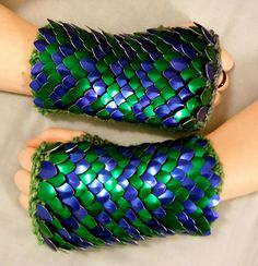 Ravelry: Knitted Scale Mail Gloves pattern by CraftyMutt http://www.ravelry.com/patterns/library/knitted-scale-mail-gloves