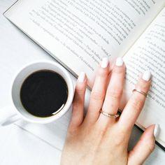 Instagram fotos @kimberlycamfield  (café, livros, ideias de fotos) Book Aesthetic, Aesthetic Photo, Coffee And Books, Best Friend Pictures, Tumblr Girls, Bookstagram, Photo Book, Instagram Feed, Cute Pictures
