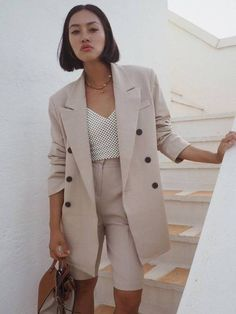 Tiffany Hsu wears her tan leather and canvas Hammock bag with a beige short suit Suit Fashion, Look Fashion, Girl Fashion, Autumn Fashion, Womens Fashion, Fashion Sets, Daily Fashion, Street Fashion, Mode Costume