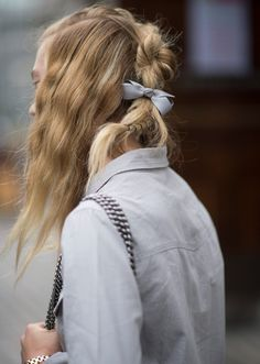 Fall Hair Inspiration-blonde wavy hair with braid in back