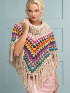 Crochet beautiful and trendy warm poncho. Free patterns for crochet warm poncho Crochet Cowl Free Pattern, Crochet Diy, Crochet Poncho Patterns, Crochet Granny, Crochet Scarves, Crochet Clothes, Crochet Hats, Crochet Summer, Scarf Patterns