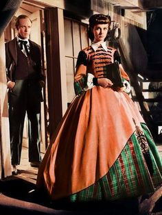 'Gone With The Wind' with Ashley (Leslie Howard) and Scarlett (Vivien Leigh) in the chain-gang scene. Scarlett is the hard as nails business woman. Gorgeous costume - a hint of plaid on that skirt. Vivien Leigh, Classic Hollywood, Old Hollywood, Hollywood Dress, Hollywood Icons, Wind Movie, Leslie Howard, Reine Victoria, Tomorrow Is Another Day