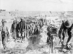 MINISTRY INFORMATION FIRST WORLD WAR OFFICIAL COLLECTION (Q 24509)   Turkish prisoners captured at Kara Tepe.