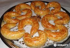 Márványos pozsonyi kifli Hungarian Recipes, Hungarian Food, Bread Rolls, Bagel, Bread Recipes, Sausage, Mint, Healthy Recipes, Healthy Food