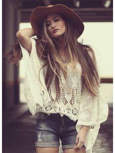 Boho Chique *Deze prachtige kanten top gecombineerd met een gave Jeans.  Maak je zomerse outfit compleet met hoed en sieraden.  Gezellig een wijntje op het terras en genieten van de zon.