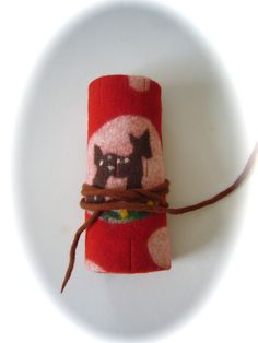 Hand felted crayon wrap for beeswax crayons and sticks. Ooooooh I'm in love