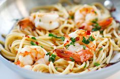 Spaghetti Aglio e Olio with Shrimp - super easy and delicious spaghetti with garlic, olive oil, shrimp and red pepper flakes. Amazing dinner for the family | rasamalaysia.com