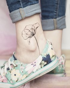 shoulder tattoo for women - Women # # # for shoulder tattoo - flower tattoos - Tattoo MAG Mens Shoulder Tattoo, Shoulder Tattoos For Women, Flower Tattoo Shoulder, Small Girl Tattoos, Tattoos For Women Small, Tattoos For Guys, Tattoo Small, Line Tattoos, Body Art Tattoos