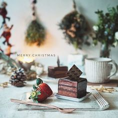 * 2016*12*24 * merryChristmas eve↟⌂*↟⍋*↟⍋↟ * 今日は皆さんがhappyな日を過ごせます様に。。。(•͈⌔•͈⑅)♡ * 私は仕事ですけど そのお手伝いが出来たら良いなと思ってます! 素敵なイブをお過ごしください˖◛⁺⑅♡ * * #Christmasイブ #Christmas #おうちカフェ #cake #チョコレートケーキ #山田雅子 #cogu #スワッグ  #日々の暮らし #foodpic #foodstagram #delistagrammer #LIN_stagrammer #tablephoto #tablestyling #tv_stilllife #onmytable #onthetableproject #IGersJP #ig_japan #vsco_food #vscocam #ig_photooftheday #styleonmytable #mytablesituation #dailystagram #instagramJapan #beautifulcuisines #residencepix…
