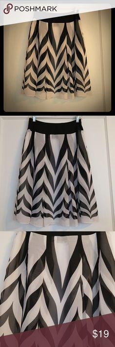 Chic flowing black and cream  skirt!! Super Cute and flowing black and cream skirt. Tailor B. Moss Skirts Midi