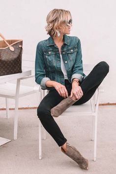 What to Wear When You Don't Know What to Wear - 10 Easy Outfit Formulas Using What's in Your Closet - Straight A Style Simple Outfits, Casual Outfits, Fashion Outfits, Skirt Outfits, Work Outfits, Fall Transition Outfits, Sweater Layering, Autumn Winter Fashion, Fall Fashion