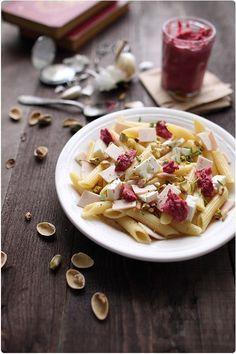 Salade de pâtes, feta au pesto de betterave