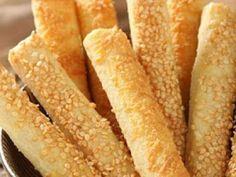 Palitos de queso con masa casera - Ill Tutorial and Ideas Tapas, Bread Recipes, Cookie Recipes, Salty Foods, Pan Dulce, Pan Bread, Latin Food, Empanadas, Sushi