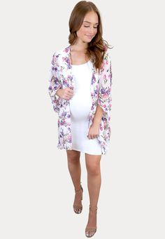 Floral Ruffle Pregnancy Kimono- Sexy Mama Maternity The perfect floral ruffle pregnancy kimono has arrived to add color to any outfit! A layering essential for all four seasons. Pairs perfectly with denim, dresses, and is perfect to complete your baby shower look. A total win to wear throughout pregnancy and beyond. #SexyMamaMaternity #musthavematernityclothes #bestmaternityclothes Pregnant Outfits, Cute Maternity Outfits, Maternity Dresses, Denim Dresses, Layering, Pregnancy, Cover Up, Kimono, Pairs