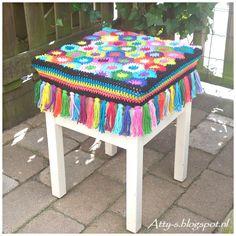 Цветной чехол для табурета из шестиугольников