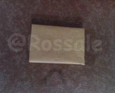 Barang terjual yang siap kirim dibungkus oleh kertas cokelat sebagai lapisan kedua