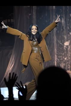 Rihanna on Anti world tour