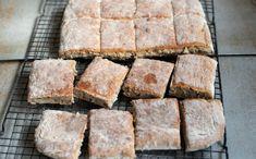 Eltefritt langpannebrød med rug har blitt baka jamt dei siste vekene her i heimen. No Knead Bread, Banana Bread, Food And Drink, Muffins, Baking, Rugs, Desserts, Den, Party
