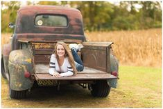 Truck Senior Pictures, Outside Senior Pictures, Hunting Senior Pictures, Senior Picture Props, Unique Senior Pictures, Country Senior Pictures, Senior Photos Girls, Senior Girls, Grad Pictures