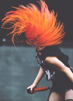 Paramore's Hayley Williams headbanging is the shit m/