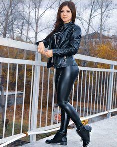 Shiny Leggings, Tight Leggings, Leggings Are Not Pants, Tight Leather Pants, Leather Shorts, Legging Sport, Leder Outfits, Moda Emo, Fit Girl