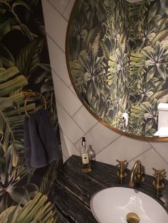 A removable wallpaper in the bathroom? Sure! Just try a high-quality wallpaper with fresh green vivid print. Perfect for a spring bathroom decor, humid proof material, decoration ideas #wallpaper #wallmural #murals #peelandstick #removable #reusable #bathroom #bathroomdecor #bathroom2020 #springbathroom #springdecor #springhome #darkgreen #greendecor #greenspring