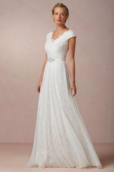 Wedding Dresses Under $200 Our favoriteWedding Dresses Under 200 dollars: