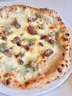 小布施名物、栗の甘露煮がのった4種のピッツァ。