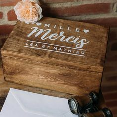 legrenierdepauline-jolieboite-urne2 Wedding Boxes, Wedding Signs, Love Dating, Chalkboard Signs, Wedding Guest Book, Wedding Decorations, How To Plan, Inspiration, Tables