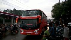 Seluruh Desa Melihat Pawai Bus Telolet