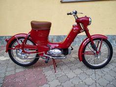Jawa 50 typ 550 Pionýr Vespa Vintage, Vintage Bikes, Retro Vintage, Vintage Cars, Triumph Motorcycles, Cars And Motorcycles, Electric Scooter, Electric Cars, Ducati