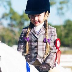 Winners are grinners! #horselove #ridingjacket #equestrianfashion #showgirlequestrian #ponylove #kpperformancehorses
