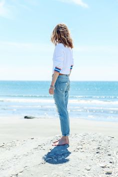 @jessannkirby is walking in the sand with a Tommy Hilfiger outfit
