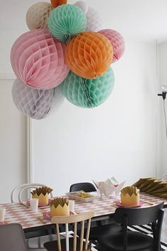 birthday party/like these colored paper balls instead of balloons! Festa Party, Diy Party, 1st Birthday Parties, Girl Birthday, Birthday Candy, Birthday Celebration, Birthday Ideas, Tissue Balls, Party Deco
