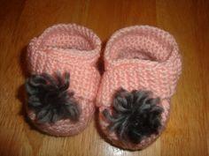 Crochet baby booties http://www.dazzlemarket.com/ads/crochet-baby-booties/#