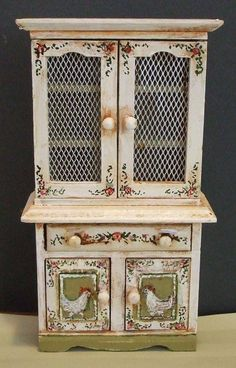 Hand painted Shabby Chic style dollhouse miniature furniture and accessories. Hand Painted Furniture, Paint Furniture, Furniture Makeover, Miniature Dollhouse Furniture, Dollhouse Miniatures, Do It Yourself Furniture, Rooster Decor, Shabby Chic Furniture, Country Decor
