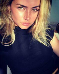 "ana_d_armas: ""Sergio"". Piper Mclean, Beautiful Celebrities, Beautiful Actresses, Beautiful Eyes, Beautiful Women, Stunningly Beautiful, Selfies, The Best Films, Sexy Girl"