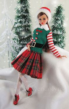 Christmas outfit for Barbie doll Christmas Barbie, Christmas Fashion, Christmas Elf, Barbie Dress, Barbie Clothes, Fashion Royalty Dolls, Fashion Dolls, Vintage Barbie, Manequin