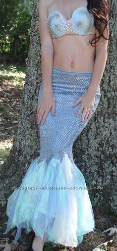 Most elegant, tasteful mermaid costume I've seen yet! Homemade Mermaid Costumes, Little Mermaid Costumes, Little Mermaid Parties, The Little Mermaid, Diy Mermaid Tail, Mermaid Tail Costume, Mermaid Skirt, Adornos Halloween, Halloween Disfraces