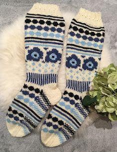 Marimekon Unikkosukat Moomin, Knitting Socks, Burberry, Knit Crochet, Marimekko, Barn, Diy, Fashion, Knit Socks