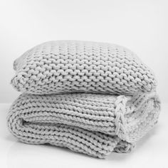 Heavy knit blanket in grey, white or charcoal- double bed sized or similar. Seen @ Bed, Bath & Table