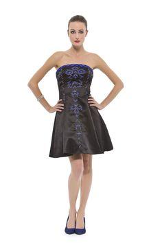 Vestido curto tomara que caia evasê com ajuste de espartilho nas costas. Cod. 101572