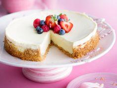 Amerikkalainen juustokakku ilman uunia Cheesecakes, Pavlova, Bon Appetit, Nutella, Food And Drink, Sweets, Baking, Desserts, Recipes