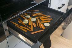 ✔ Warmhoudlade ✔ Een must-have of overbodige luxe? Vaak wordt de warmhoudlade onder de oven of magnetron geplaatst zodat het er ook optisch mooi uit ziet in het keukendesign #Warmhoudelade #miele #mielewarmhoudlade #verwarmen #kitchen #keuken #interiordesign #keuken #keukens #keukenstudiomaassluis #maassluis #vlees #gerechten
