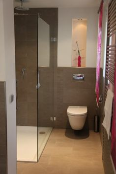 hinterer Teil des Bads- früher mal die Vorratskammer, jetzt Dusche & WC Tub Shower Combo, Rain Shower, Shower Tub, Modern Bathroom, Master Bathroom, Wet Rooms, Bathroom Inspiration, Living Room Designs, Interior Decorating