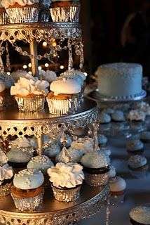 Love this cake stand Cake Table, Dessert Table, Cupcake Display, Cupcake Stands, Cupcake Images, Cupcake Ideas, White Cakes, Cupcake Heaven, Wedding Cake Stands