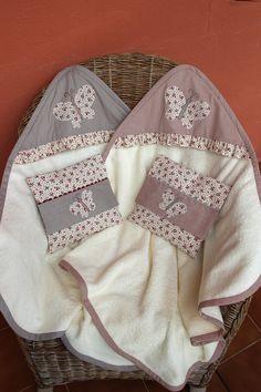 Toalla bebe con capucha para gemelas